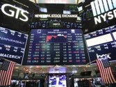 US stocks end mixed; Dow slips