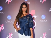 Suhana Khan glows in dewy make-up look